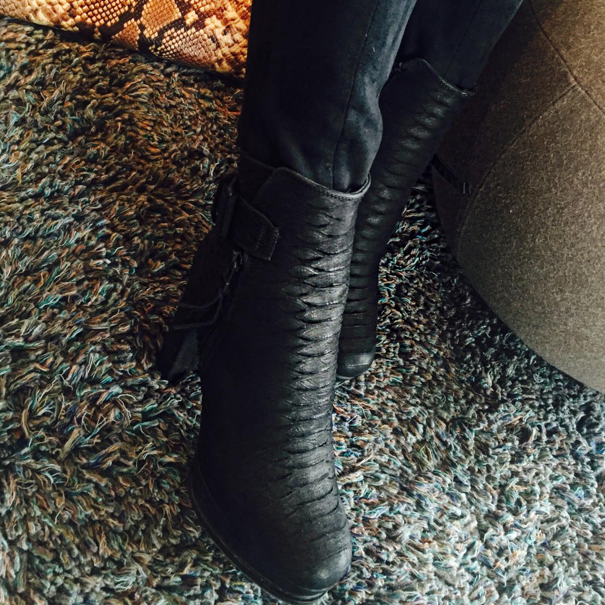 julia-kuscheljacke-schwarz-boots-5