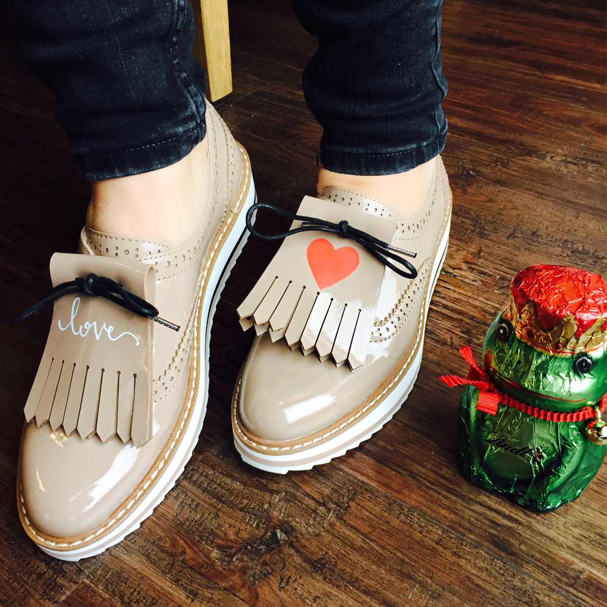 julia-ripped-jeans-loafer-bluse-frosch-valentinstag-1