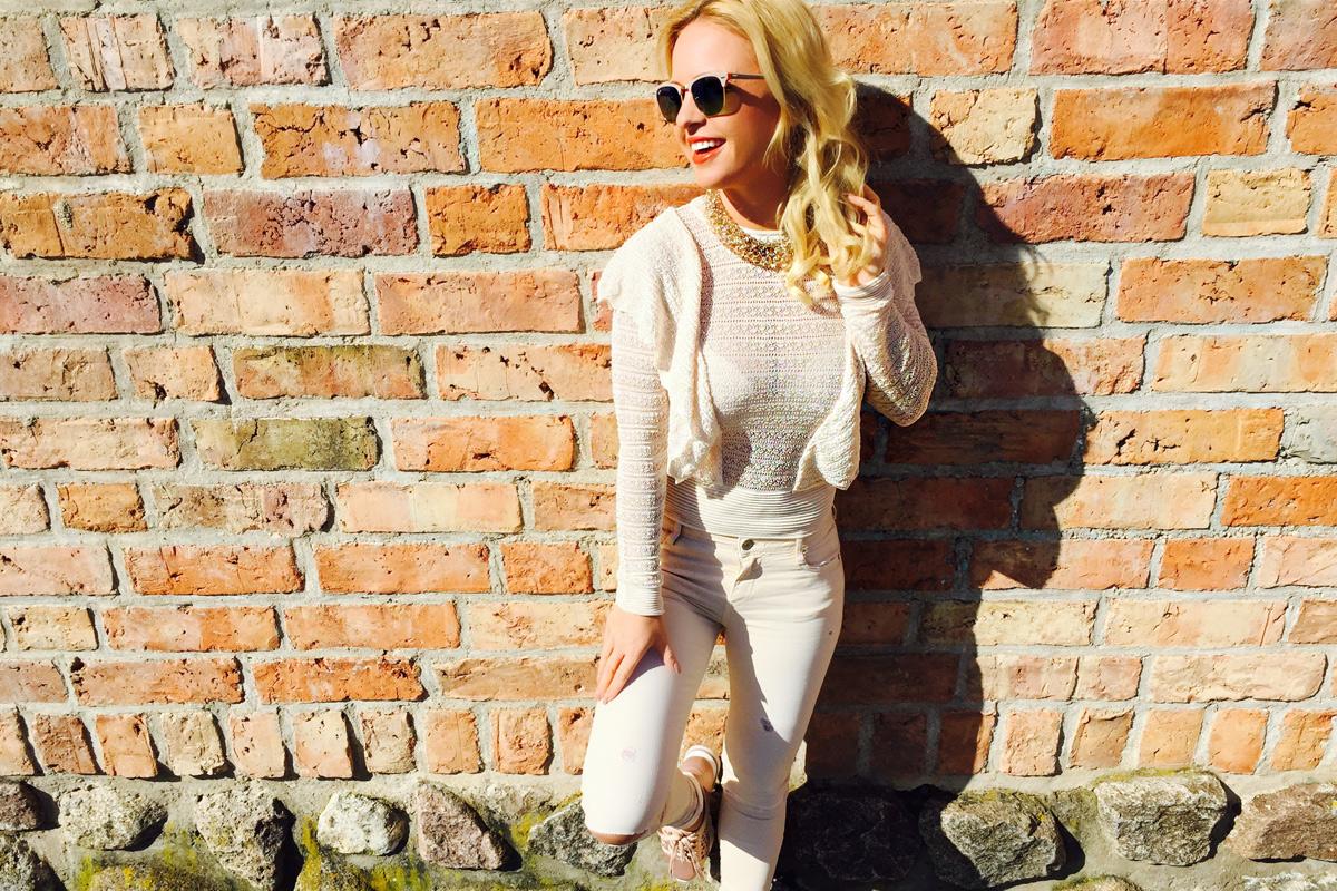 julia-beige-look-nude-sneaker-sonnenbrille-1