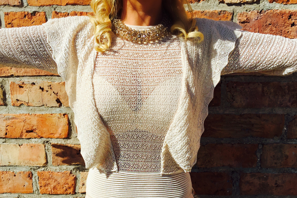 julia-beige-look-nude-sneaker-sonnenbrille-2