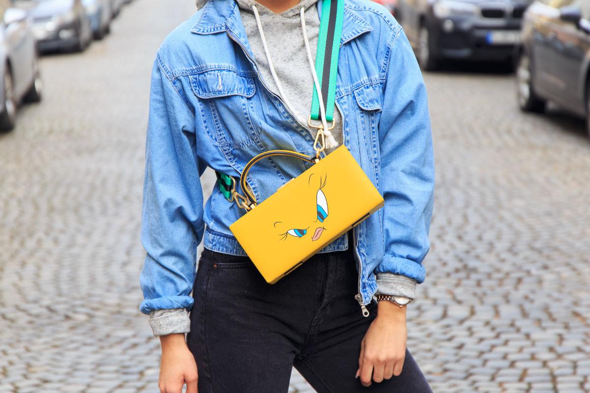 disney-purse-vintage-jeans-jacket-vintage-denim-jacket-hoodie-street-style