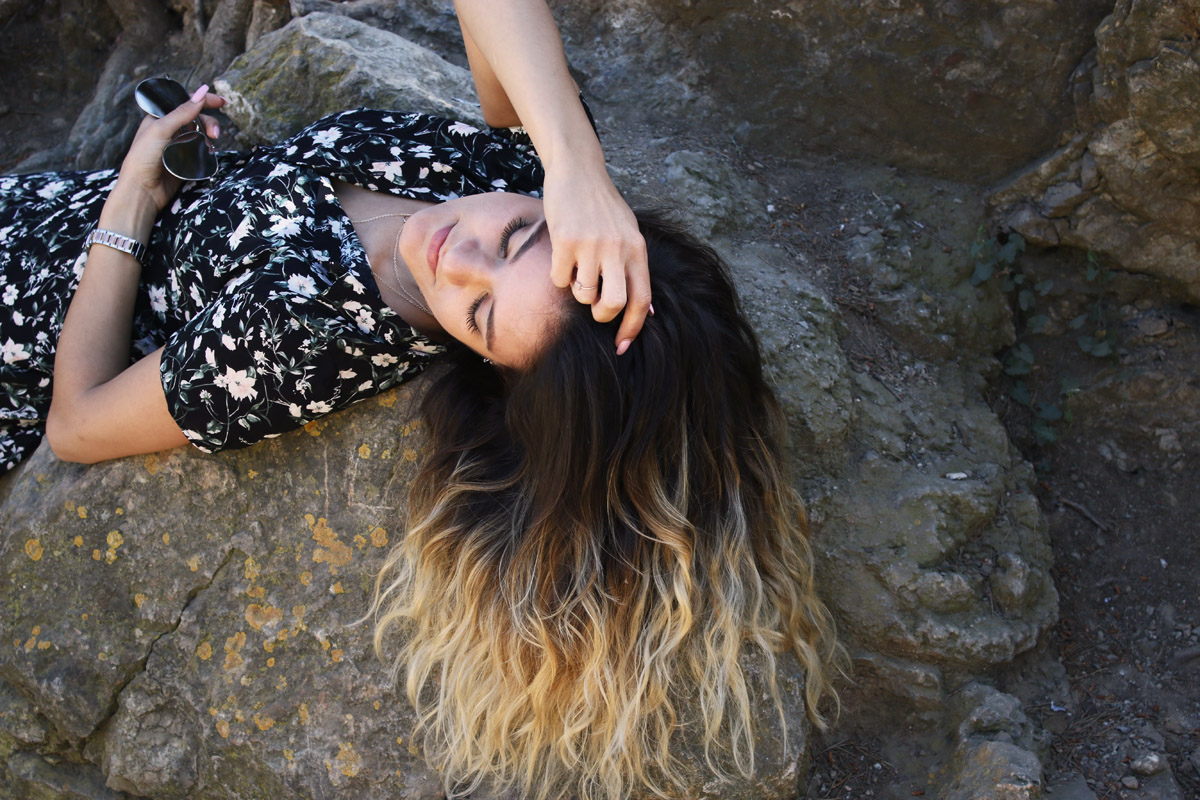 beauty-shooting-ombre-hair-ombre-waves-balayage-hair-scandi-waves-real-lashes-serum-wimpernserum-ergebnis-floral-dress-bershka-dress