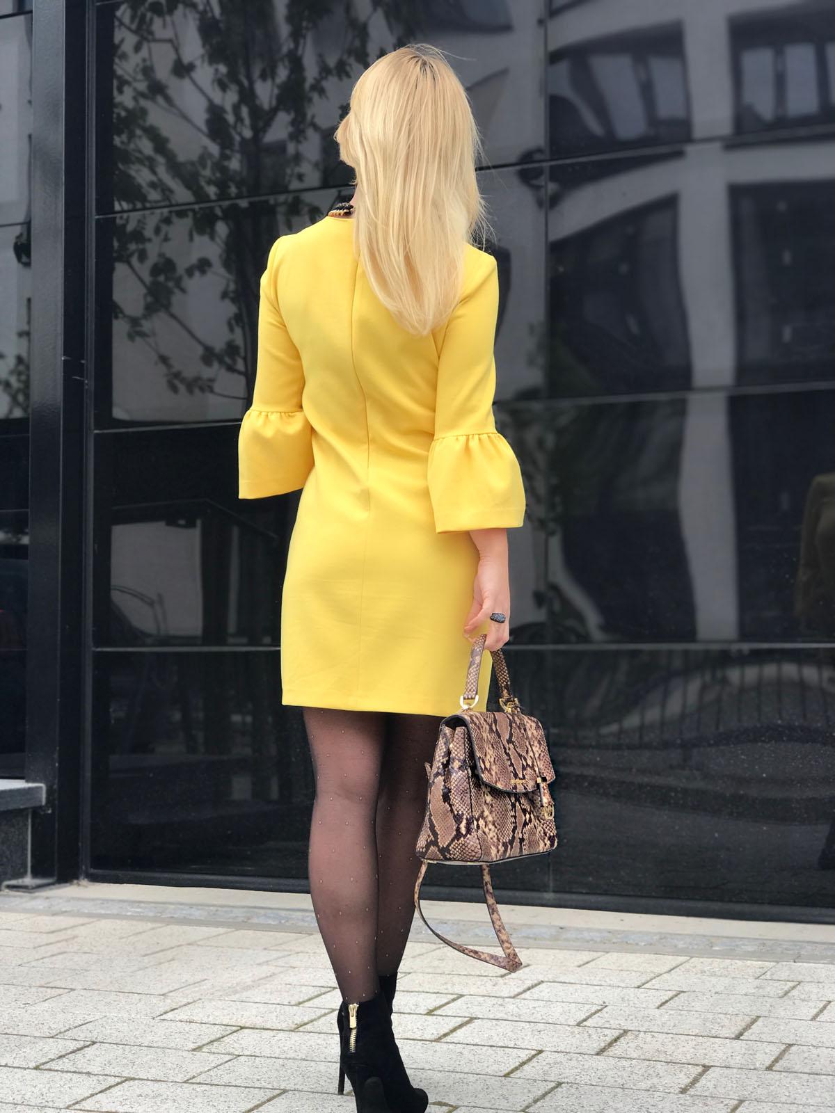 Gelbes kleid welche strumpfhose