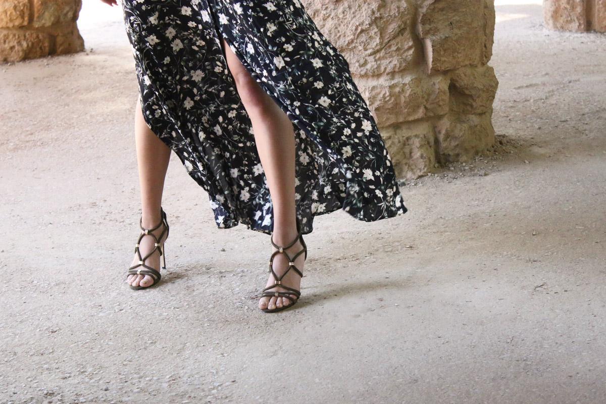 long-flower-dress-black-flower-dress-pimkie-sandaletten-pimkie-high-heels-barcelona-outfit-vacation-outfit