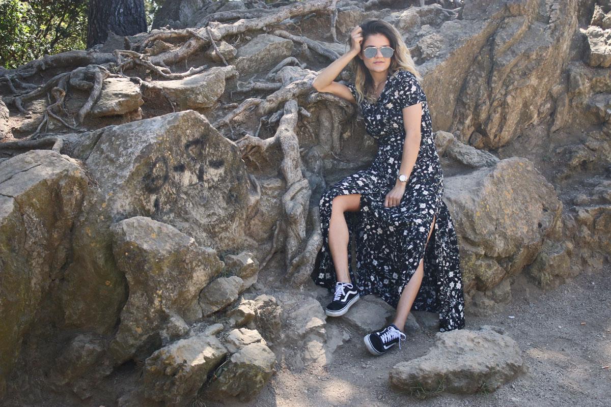 new-floral-maxidress-flower-dress-long-summer-dress-dress-and-vans-maxidress-and-vans-outfit-barcelona-traveldiary