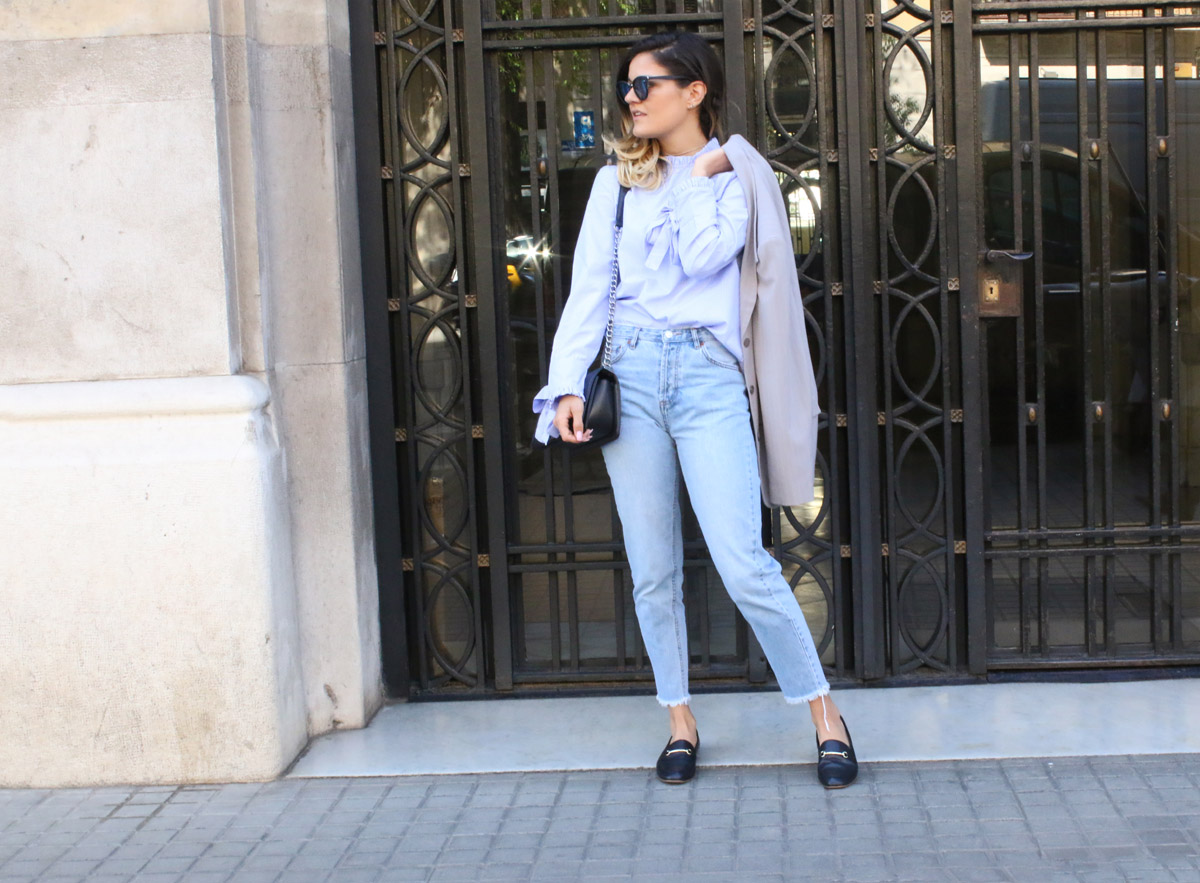 classy-mom-jeans-outfit-mom-jeans-office-outfit-loafers-outfit-vagabond-loafers-chanel-boy-bag-outfit-curly-ombre-hair-cat-eye-sunglasses-barcelona-street-style-barcelona-outfit