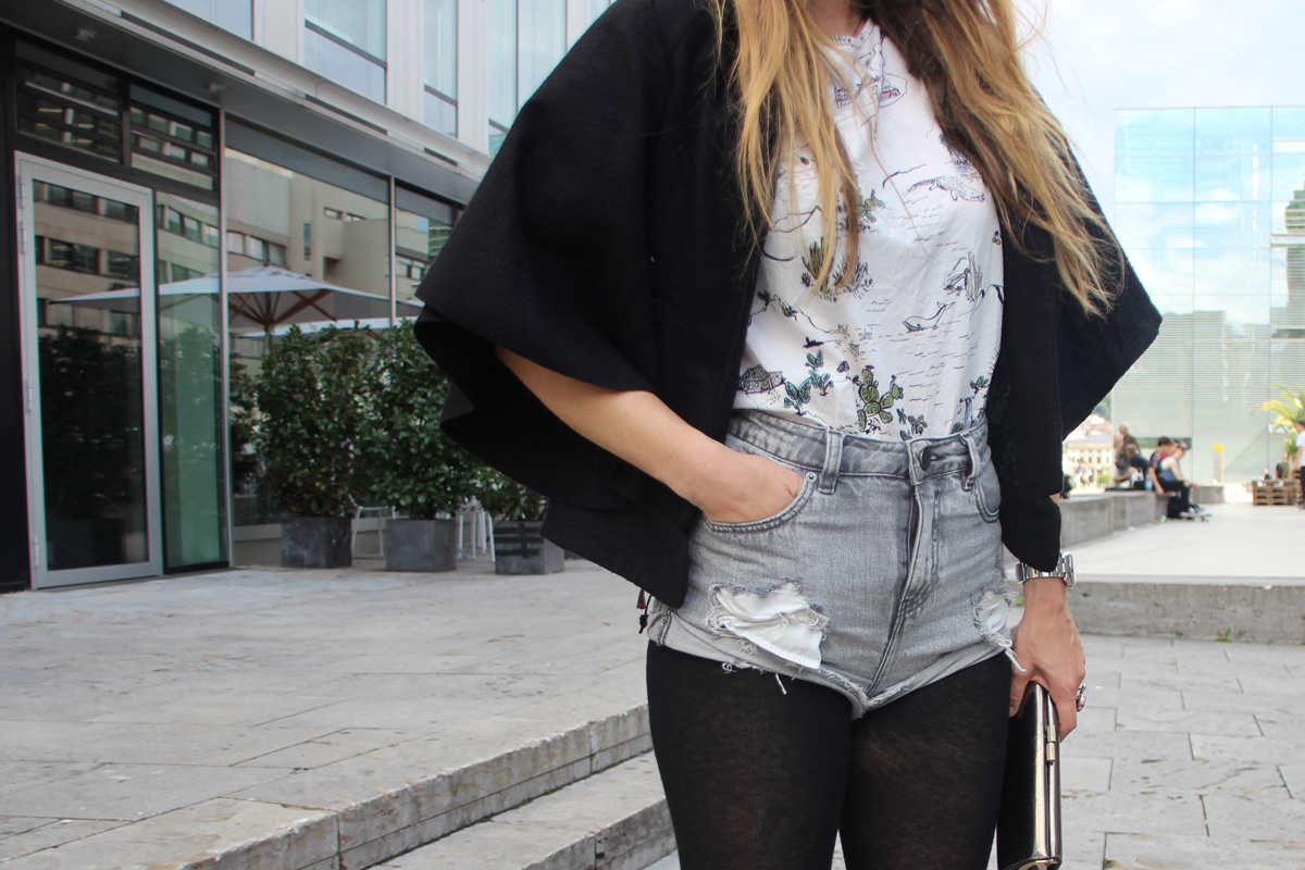 dani_stiefel-overknees-poncho-shorts_3