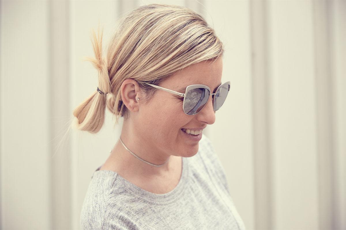 susanka_jeans-wedges-sonnenbrille-clutch_2