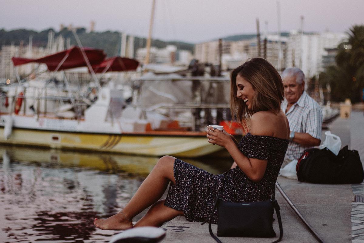 vanessa_kleid-jacke-rosa-creolen-handtasche_1