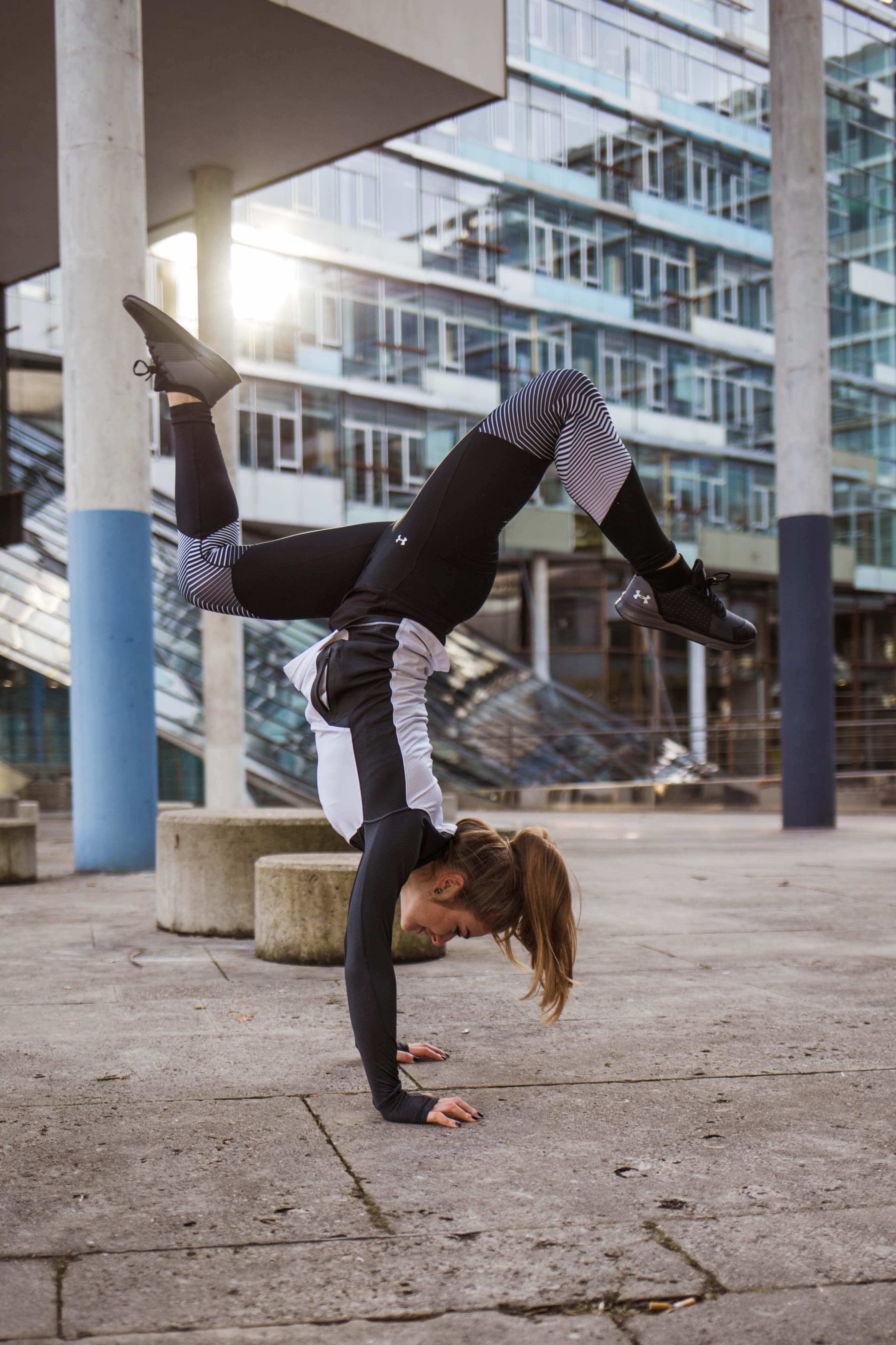 arla-5_handstand